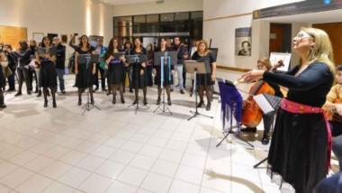 El Grupo Coral ofreció un variado repertorio de música popular, folclórica, étnica y académica.