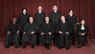 La Corte Suprema de EEUU dictamina que generalmente la policía necesita una orden de revisión para acceder la información de teléfonos celulares.