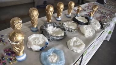 Cayó banda narco que usaba réplicas de la copa del mundo para ocultar y trasladar cocaína.