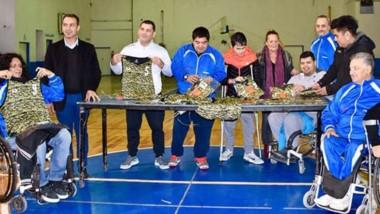 Oscar Victores, presidente del Centro de Discapacitados del Chubut, agradeció la donación.