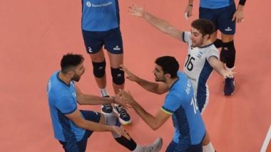 Mañana a las 23, el seleccionado argentino termina la competencia con Brasil.
