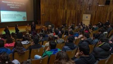 La Dirección de Veterinaria realizó una charla informativa en el cine teatro.