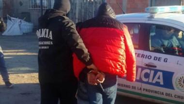 El sospechoso fue detenido al momento de ser encontrado en su casa.