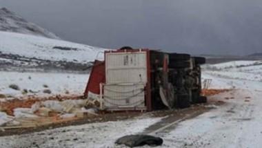 Tormenta en la ruta. Las adversas condiciones climáticas contribuyeron al gravísimo accidente vial.