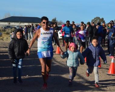 Gerardo Haro cruzó la meta en primer lugar, como siempre, con sus hijos.