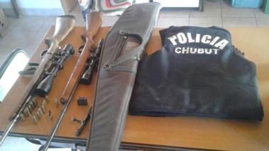 Los dos fusiles fueron secuestrados por los policías de Telsen.