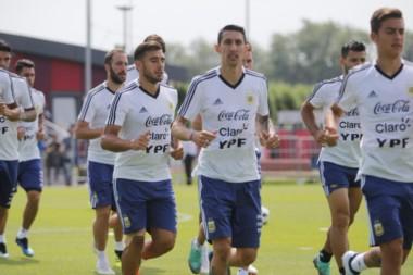 Entra Armani, vuelve la línea de 4 y jugarían los históricos: Banega, Mascherano, Enzo Pérez, Di María, Messi e Higuaín.