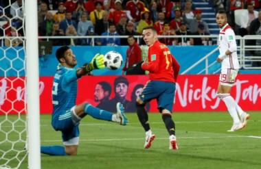 Aspas, de taco, le dio la igualdad 2 a 2 a España y el primer puesto del Grupo B.