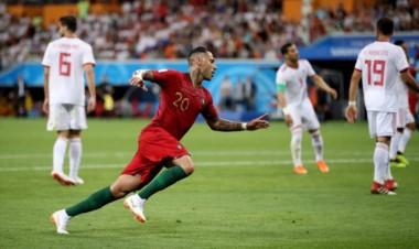 Quaresma, con un golazo de tres dedos al ángulo, adelantó a Portugal cuando terminaba el primer tiempo.