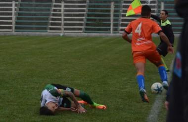 Darío Pellejero sufrió la rotura de tibia y peroné de su pierna derecha tras la acción de Peinipil.
