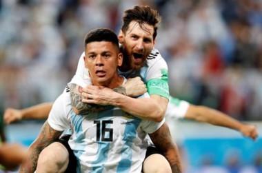 Marcos Rojo y Leonel Messi festejan el gol del defensor del Manchester United que sirvió para llegar a octavos.