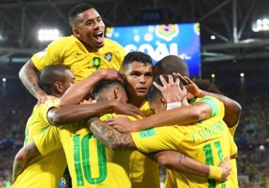 Brasil, que en su último partido venció a Serbia 2-0, enfrenta a México, uno de los responsables de la eliminación de Alemania.
