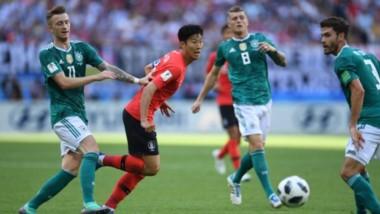 Gran sorpresa en el Mundial: el campeon defensor, Alemania, perdió 2-0 ante Corea del Sur y quedó eliminada en la primera fase.