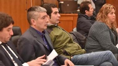 Imputados. Desde la izquierda, Gilardino, Suárez, Lüters, Huichaqueo y Correa durante la apertura de la pesquisa por el fraude en la emergencia.