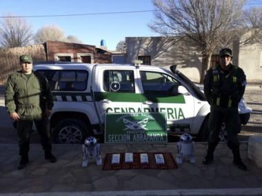 """Gendarmería secuestró cocaína oculta en el interior de juguetes del personaje """"Arturito"""" de de Star Wars ."""
