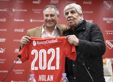 Holan continuará como DT de Independiente por tres años más.