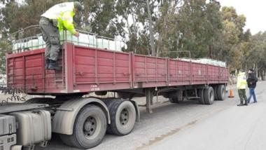 El camión secuestrado por la Gendarmería con la peligrosa carga.