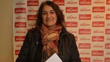 """Gabriela Jure recibió  un TV Smart de 40"""" para la Escuela Nº 55."""