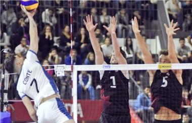 El seleccionado de Velasco volvió a perder y este domingo buscará el primer triunfo ante Italia.