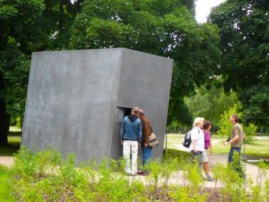 El memorial diseñado como homenaje por los artistas escandinavos Michael Elmgreen e Ingar Dragset.