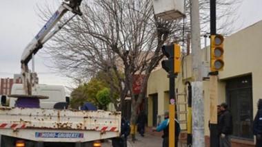 Mejoras. Una postal de los trabajos de semaforización en las zonas más complicadas para coches y gente.