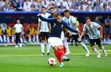 Griezmann establece la ventaja para Francia. Armani eligió el otro palo.