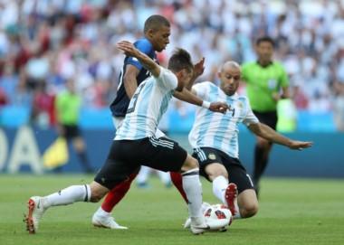 Mascherano es un baluarte en la mitad de la cancha. Fue amonestado y no estará en un hipotético partido de cuartos de final.