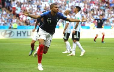 Mbappé, en llamas durante todo el partido: su doblete pone a Francia 4-2 arriba ante Argentina.