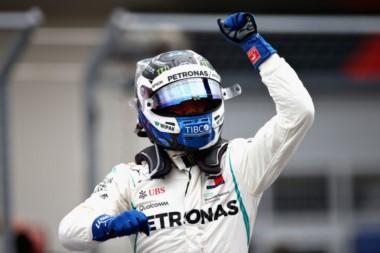 Bottas sorprende a Hamilton y logra su quinta pole en la Fórmula Uno.