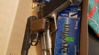 Entre los secuestros figuran dos armas que serían aptas para disparo.