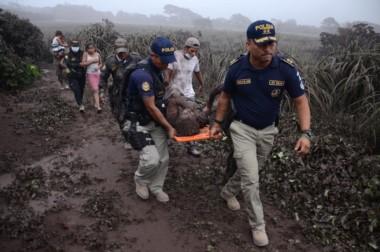 Imágenes desgarradoras de la violenta erupción del volcán de Fuego que afectó a más de 1 millón de personas en Guatemala.