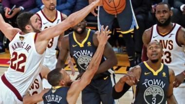 Los Warriors de Golden State aprovechan su localía y se ponen 2-0 arriba en las Finales de la NBA al vencer 122-103 a los Cavs de Cleveland.