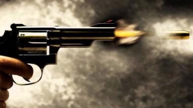 La joven tomó un revólver de calibre 32 cuando pensaba que estaba descargado y disparó sobre su concuñado, llamado Esteban Luna, para acertarle un balazo en la sien.