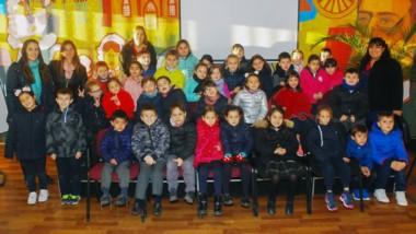 Alumnos de 1º  y 2º Grado de la Escuela Nueva junto a sus docentes,  visitaron la muestra de fotografías.