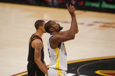 Con un Durant descomunal, Golden State Warriors está a un juego de convertirse en campeón.