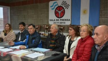 La conferencia. Ricardo Lagos, de Federación; Carlos Gómez del Mar y Valle; Daniel Sánchez y Elba Domínguez del Rotary Antu; Delia Tissera y Carlos Calderón, del Rotary Club Trelew.