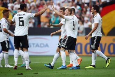 Alemania volvió a festejar pero dejó muchas dudas. Arabia se perdió el empate en el último minuto.
