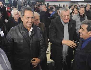 Scioli y Gioja llegan al Congreso Nacional del Partido Justicialista.