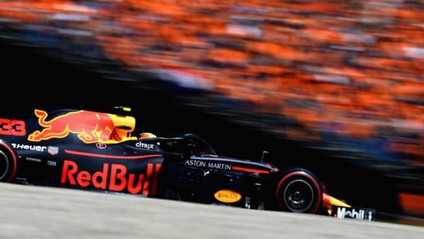 Mercedes tuvo un día negro, ganó Verstappen y Vettel subió a la cima de un campeonato apasionante.