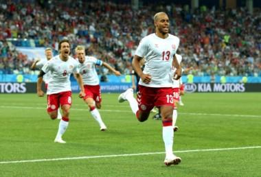 El defensor Mathías Jorgensen puso en ventaja a Dinamarca en el primer minuto de juego.