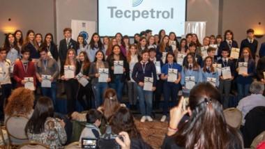 Diplomas. Estudiantes de Comodoro Rivadavia y Rada Tilly recibieron becas al mérito.  Fue en el Hotel Austral.