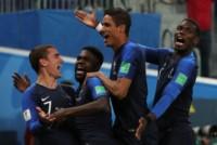 Griezmann, Varale y Pogba, festejan con Umtiti, autor del único gol.