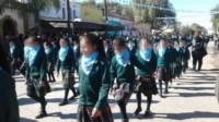 En un video, el propio colegio mostró la escena de la que participaron los chicos y chicas de jardín de infantes, primaria y secundaria.