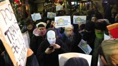La manifestación se realizó frente a la casa de la provincia de Entre Ríos y juntó a penas a 30 mujeres. (La Nación).