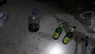 Una bomba molotov y un caño con los clavos con el que intentaron agredir al personal policial madrynense.