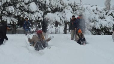 Una muy buena cantidad de nieve le da inicio a la temporada en Sierra Colorada.
