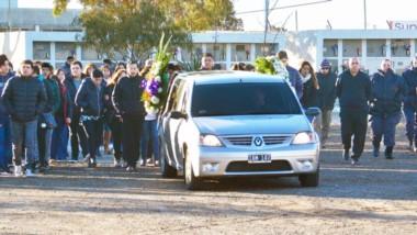 Ayer, en horas de la mañana, se llevó a cabo el entierro de la cabo 1º de Policía, Cinthia Guevara Orellano.