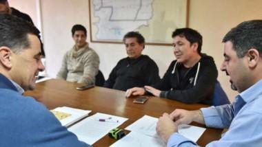 Alonso y Gaitán en la mesa de negociación junto al representante por ATE Chubut, Edgardo Hompanera.
