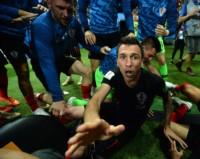 Esta es una de las capturas que sacó el fotógrafo que cayó en el festejo de los jugadores de Croacia en la celebración del 2-1 ante Inglaterra.