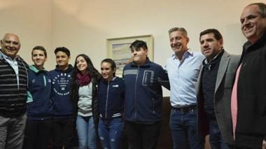 La delegación de Tiro que brilló en Buenos Aires, visitó al gobernador Mariano Arcioni, y al presidente de Chubut Deportes, Walter Ñonquepán.